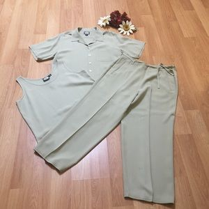 Tommy Bahama 3-piece set. 100% silk.